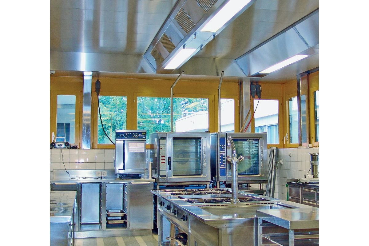 Großküchenlüftung senkrecht durch die decke sanitärjournal