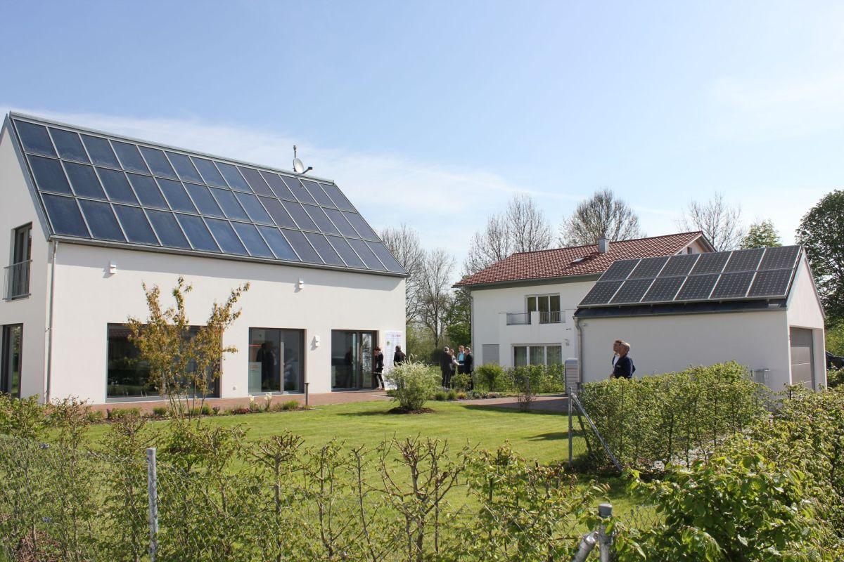 Dafür Sorgen Photovoltaik, Stromspeicher, Solarthermie, Solarwärmespeicher  Sowie Eine Wärmepumpe.