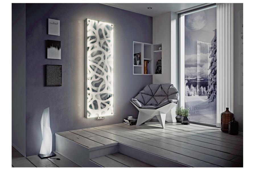 """Ein echter Eyecatcher, der mehr als Wärme ausstrahlt: Der Raumheizkörper """"P1 Glas"""" mit LED der Firma Ximax sorgt in den eigenen vier Wänden auch optisch für eine tolle Atmosphäre."""