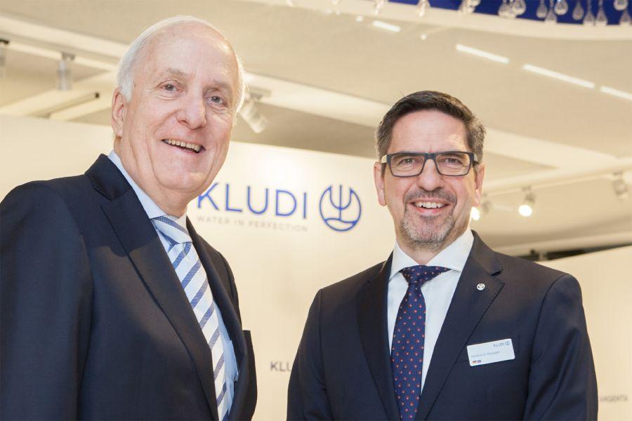 Das Bild zeigt Peter Körfer-Schün und Markus C. Nippgen.