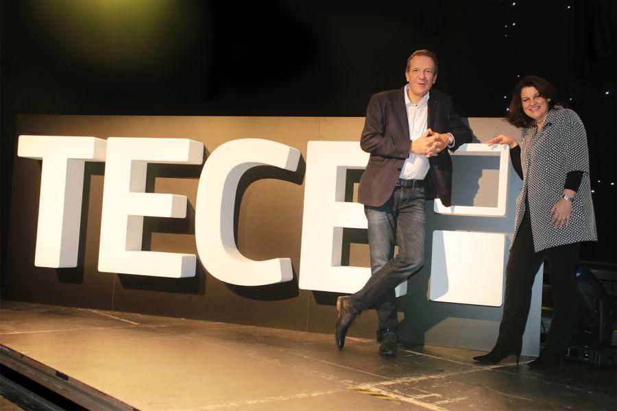 Das Bild zeigt Geschäftsführer Hans-Joachim Sahlmann und Marketing-Chefin Petra Bischof vor dem neuen TECE-Logo.