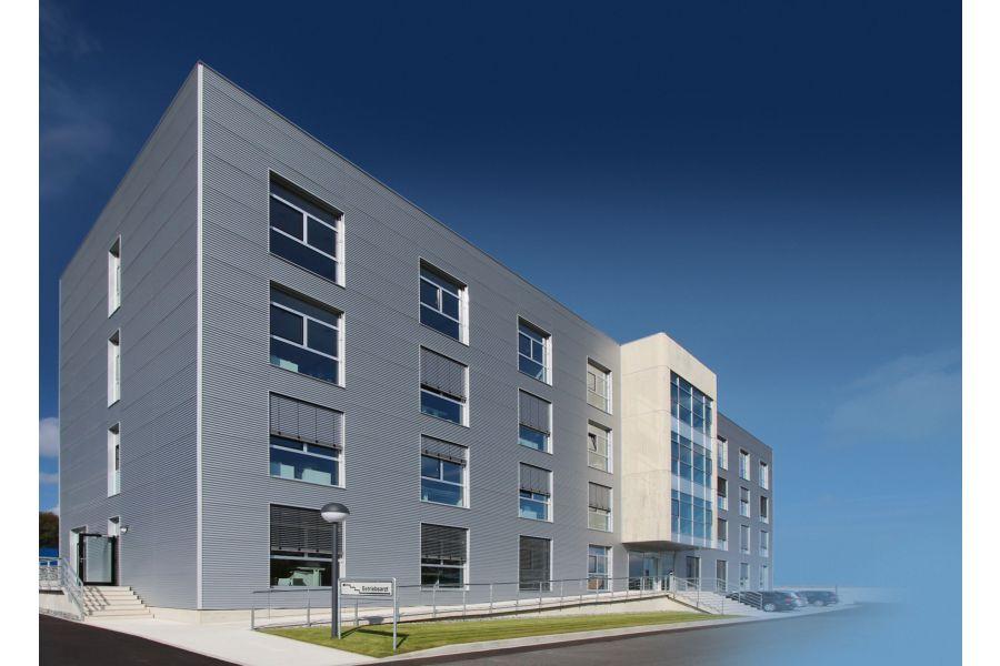 Das neue Verwaltungsgebäude von Schütz von außen.