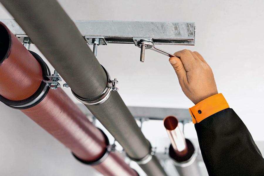 Stecken, drehen, fertig! Einfachste Montage mit den schweren Rohrbefestigungssystemen von BTI
