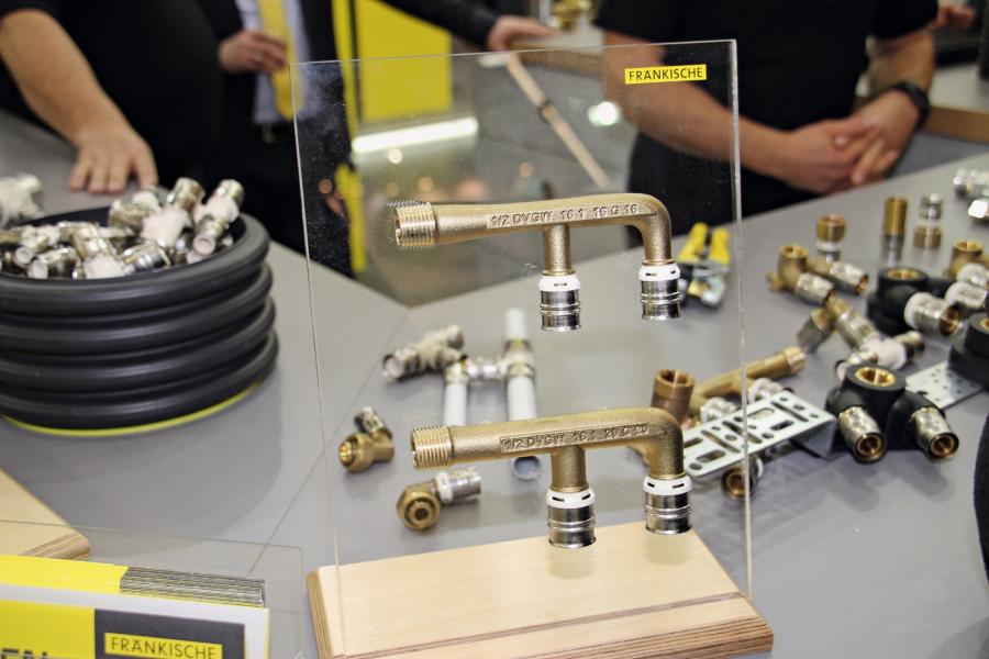Der neue F-Doppelanschluss von Fränkische ist als passende Durchschleifmöglichkeit für die Installation von UP-Armaturen und Spülkästen konzipiert.