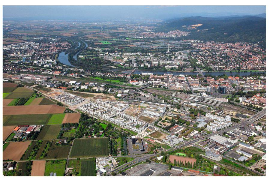 Zwei Kilometer von der romantischen Altstadt Heidelbergs entfernt entsteht das weltweit größte Passivhaus- Areal auf dem Gelände des ehemaligen Rangierbahnhofs – die Bahnstadt.