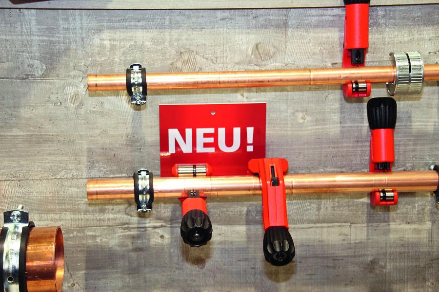"""Verschiedene """"Tube Cutter 42 XL""""-Rohrabschneider."""