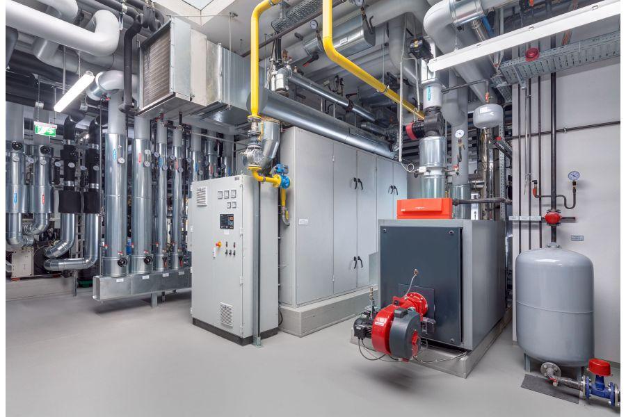 Eine Energiezentrale mit Blockheizkraftwerk.
