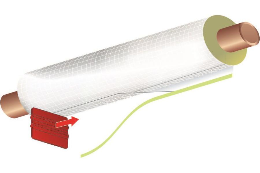 Die Grafik zeigt, wie der Überlappungsstreifen entlang der Fuge glattgestrichen werden sollte.