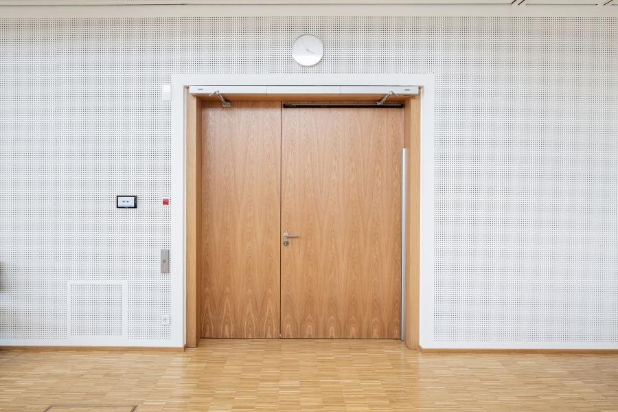 Die doppelflügligen Brandschutztüren des Ratssaals.