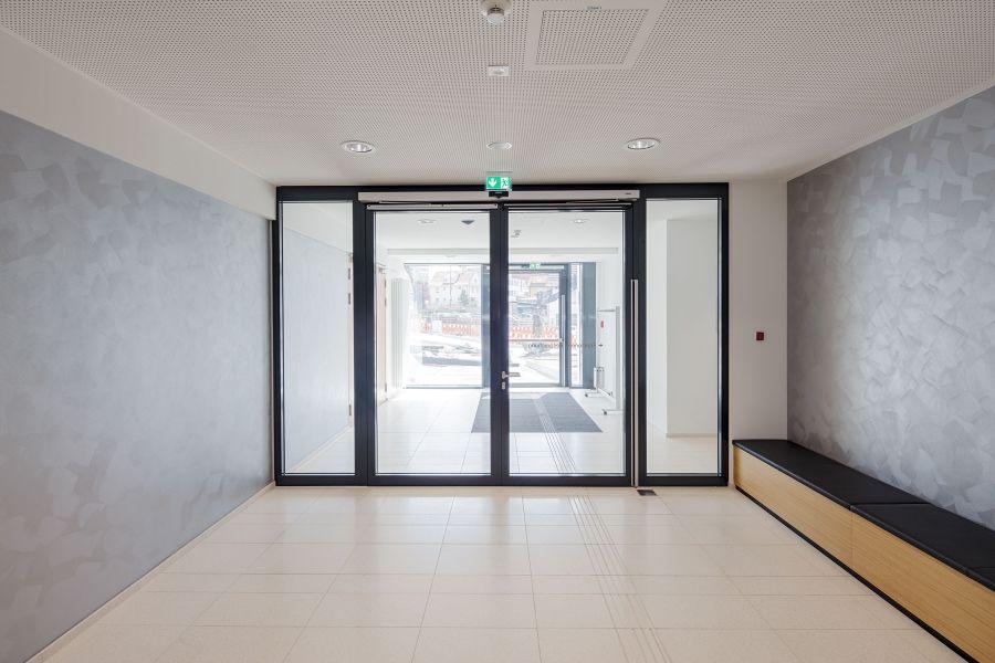 Die Drehtüren am Eingang zum Ratssaal.