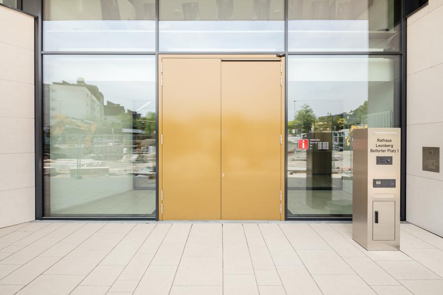Die automatischen Drehtüren am Haupteingang.