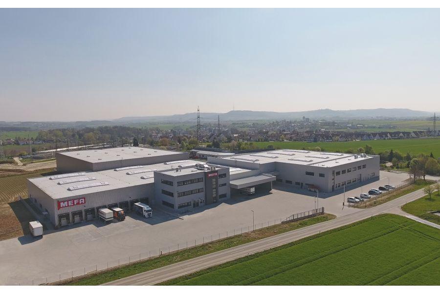Das Bild zeigt das neue Produktions- und Logistikzentrum von MEFA.