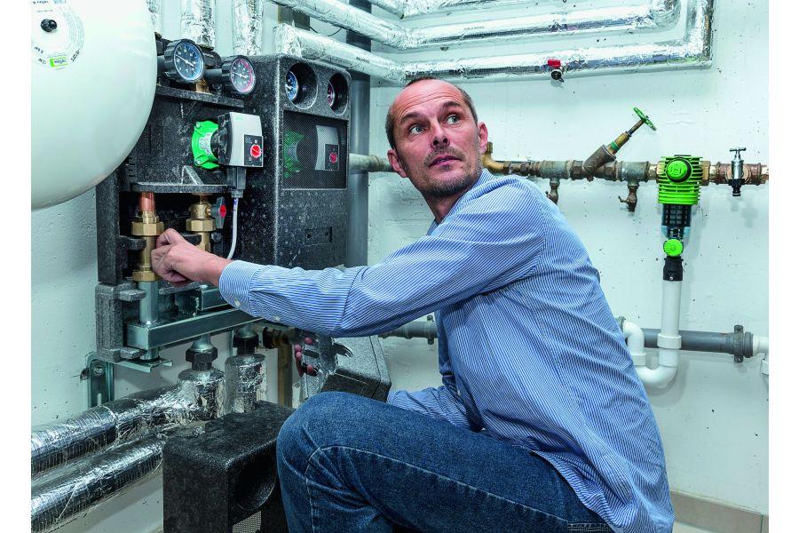 Bernd Masur prüft, ob die Anlage einwandfrei läuft.