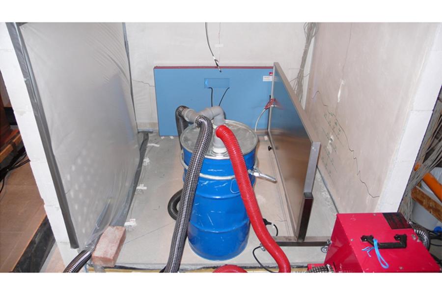 Eingesetzte Trocknungstechnik: Folienzelt, IR-Strahlungsheizplatten und Unterestrich-Trocknungssystem.