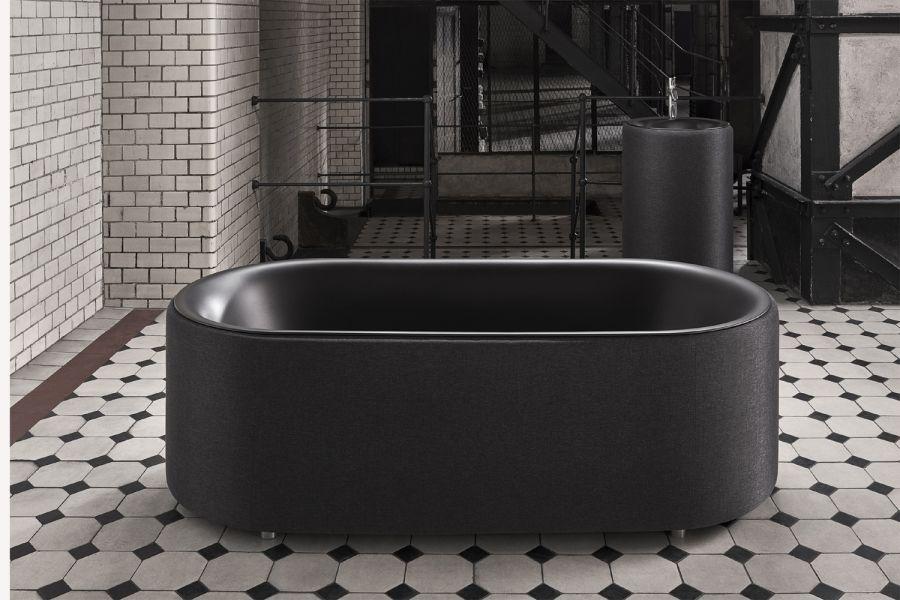 """Das Bild zeigt die Badewanne """"BetteLux Oval Couture""""."""