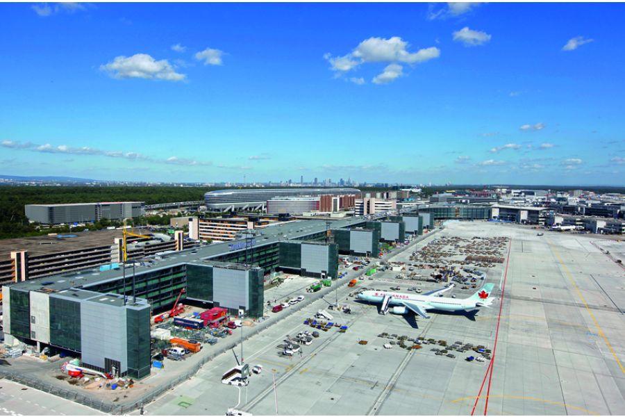 """In vielen Großprojekten, wie hier auf dem Frankfurter Flughafen im Aplus-Terminal, sind Kupferrohre von KME aufgrund ihrer Langzeitbeständigkeit """"gesetzt""""."""