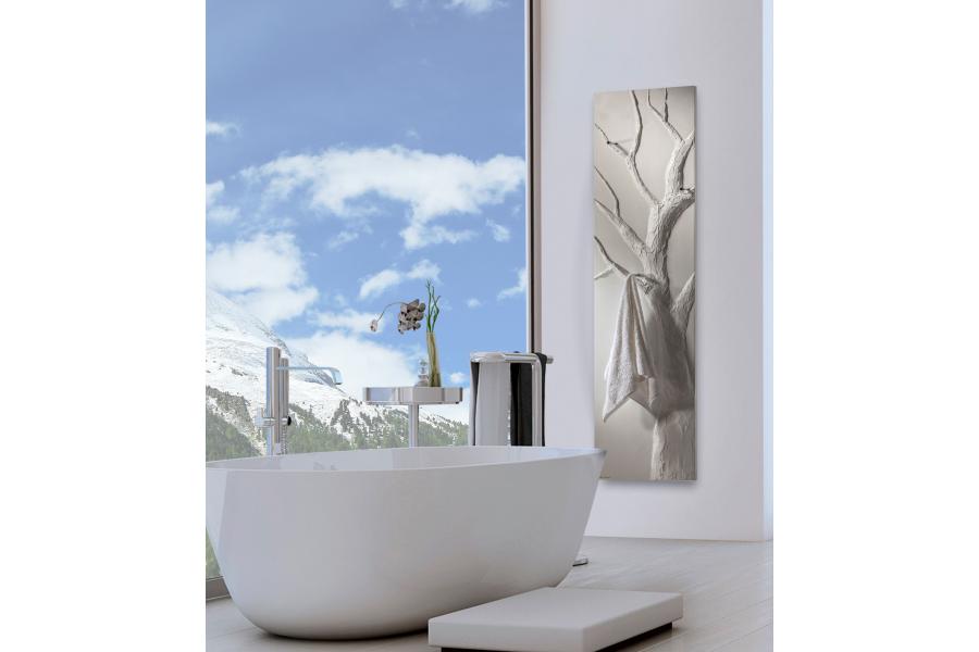 """Der Designheizkörper """"Arbre Bain"""" in einem Badezimmer."""