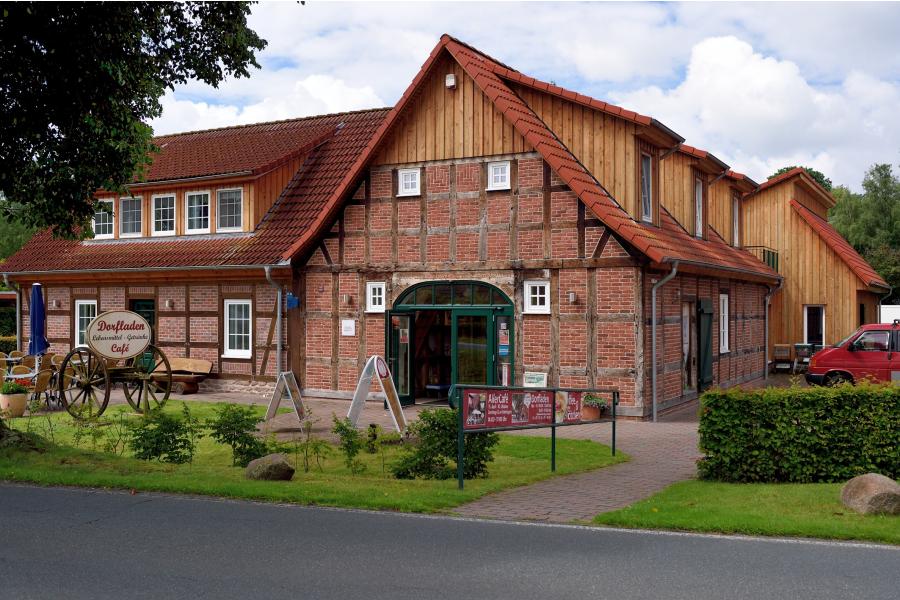 Der Dorfladen in Otersen von außen.