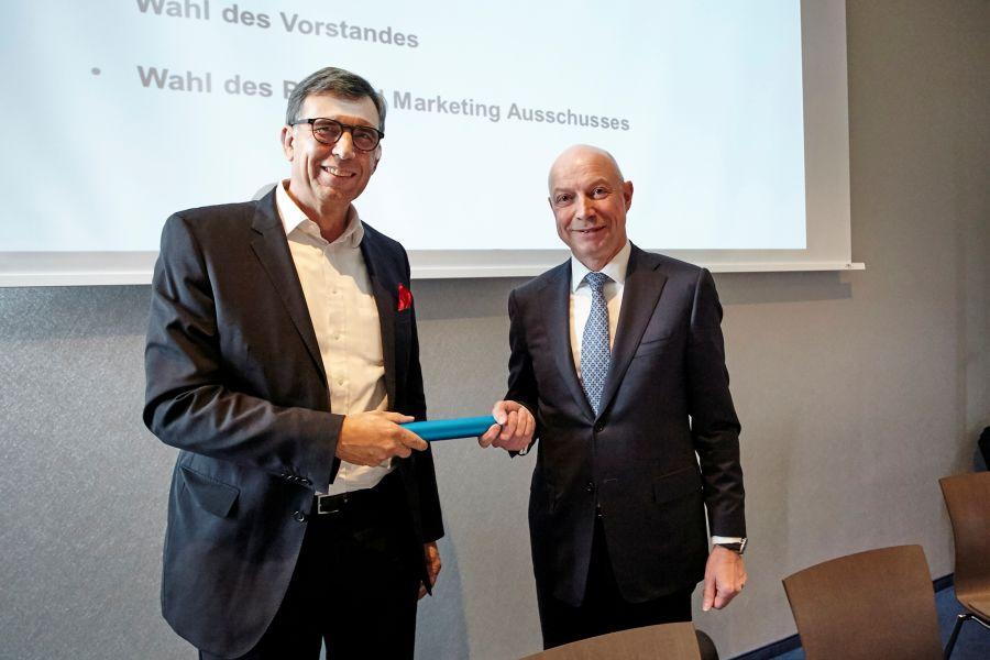 Das Bild zeigt Hartmut Dalheimer und Andreas Dornbracht.