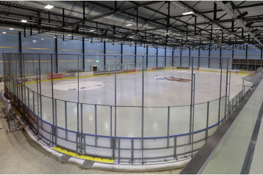 Die Eisfläche der Eishalle Freising.