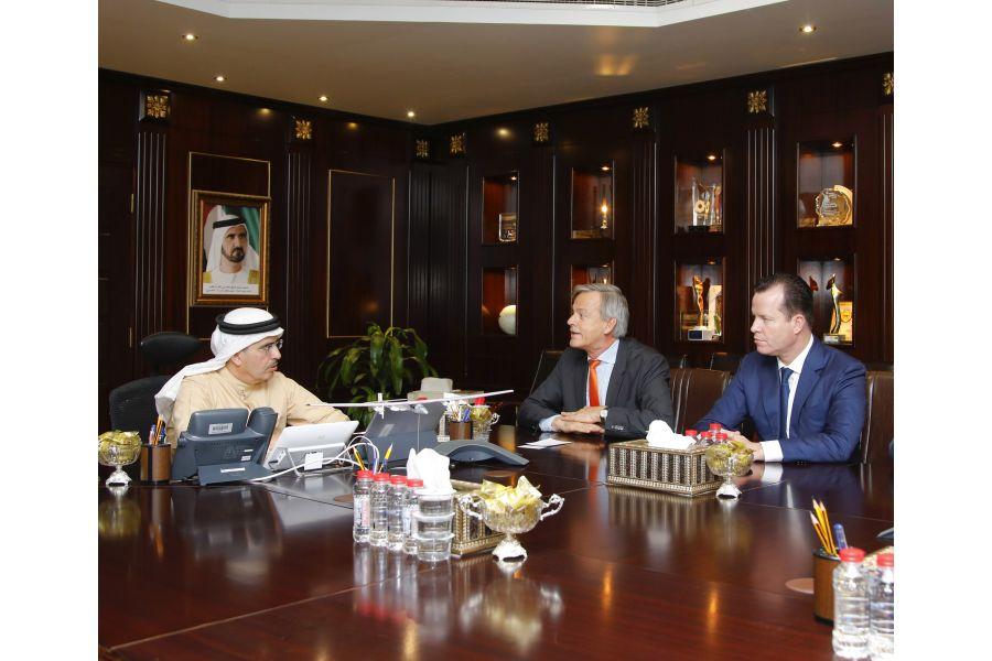 Das Bild zeigt DEWA-CEO Saeed Al Tayer, den deutschen Botschafter Götz Lingenthal und Wilo-CEO Oliver Hermes.