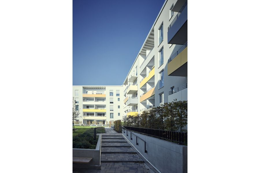 Die vom Siedlungswerk Nürnberg errichtete Wohnanlage 'Am Röthenbacher Landgraben' in Nürnberg besteht aus 130 Wohnungen und vier Gewerbeeinheiten.