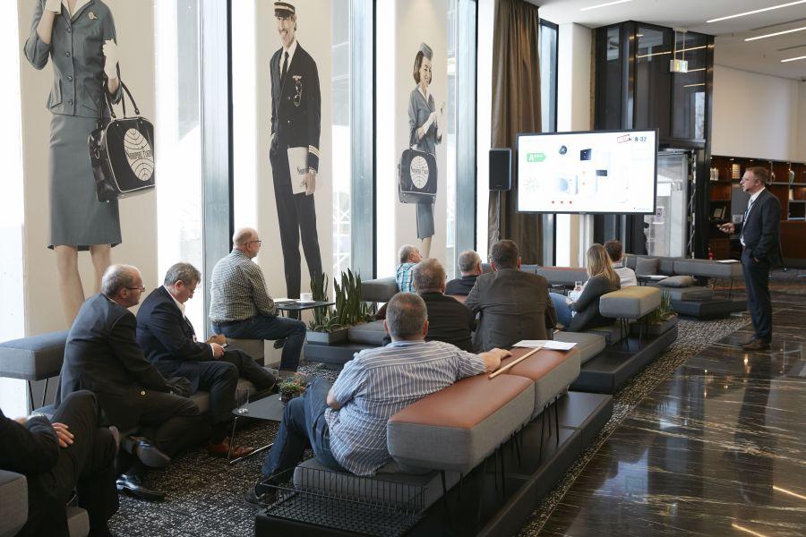 Ein Vortrag im Nordport Plaza Hotel.