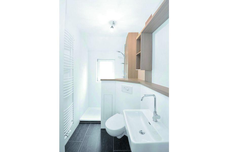 Nach VDI 4100 zählen mittlerweile auch Badezimmer ab 8 m² Grundfläche zu den schallschutzbedürftigen Räumen, damit hier Vertraulichkeit und Intimität gewahrt bleiben.