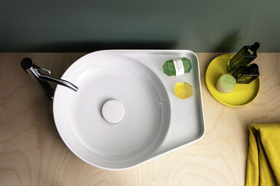 Das Bild zeigt einen Aufsatz-Waschtisch aus weißer SaphirKeramik der Firma Laufen.