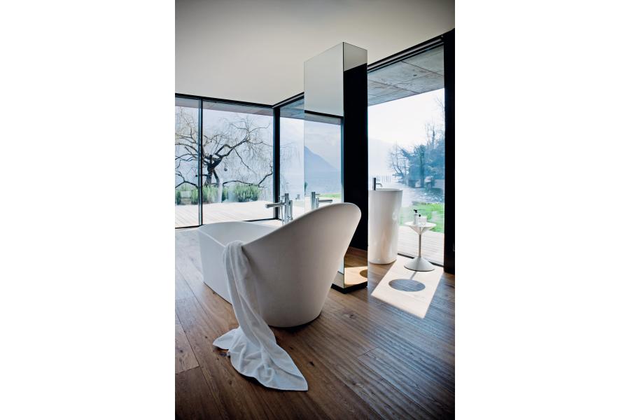 """Der Badspezialist Laufen setzt weiter auf Innovation und stellt mit """"Sentec"""" einen Mineralwerkstoff vor, der auch bei der neuen """"Palomba""""-Badewanne Anwendung findet."""