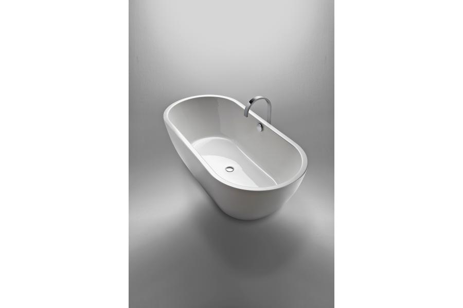 """Mit der neue Badewannenfamilie """"Livorno"""" erweitert repaBAD sein Sortiment um zehn Modelle, die in rechteckiger oder ovaler Form, als freistehende Wanne, als Einbau- oder Wandversion angeboten werden."""