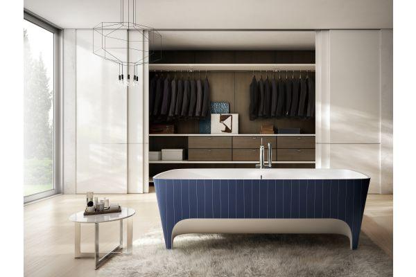 Das Bild zeigt die freistehende Badewanne