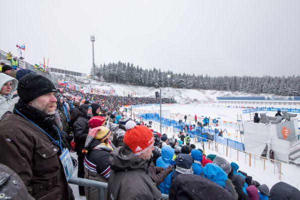 Das Bild zeigt Besucher des Biathlon-Weltcups in Oberhof.
