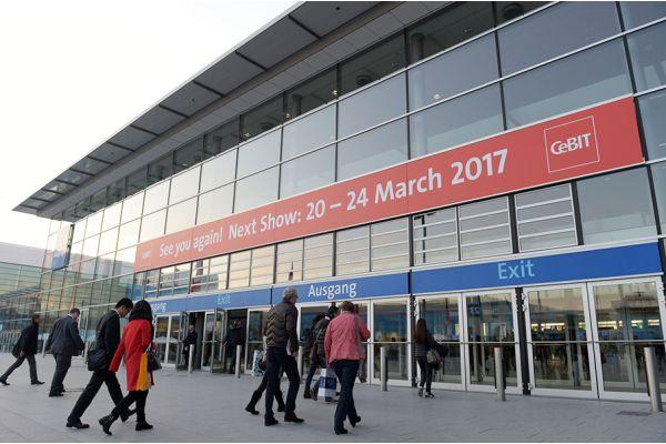 Über CRM-Software-Produkte kann man sich auf der Fachmesse CeBIT informieren