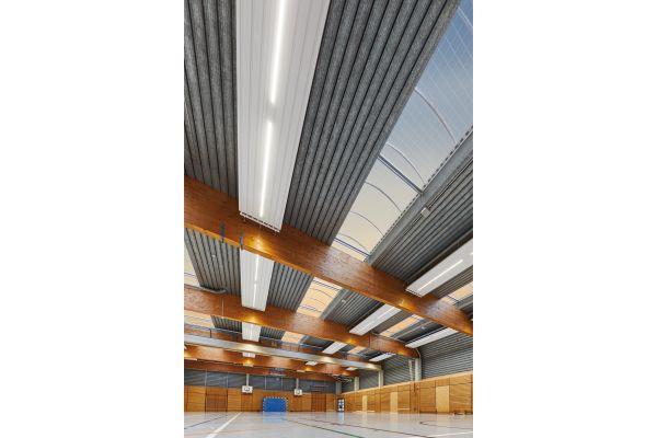 LED-Einbauleuchten von Zehnder an Deckenstrahlplatten.