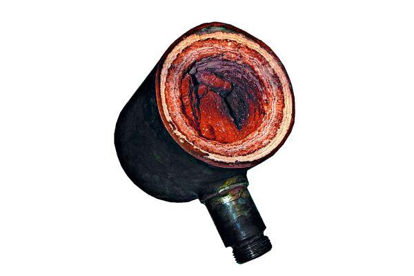Die teilweise extremen Inkrustationen innerhalb der Rohrleitungen wirken für vorhandene Keime wie ein Schutzmantel. Maßstab der Temperaturmessung muss daher die Materialtemperatur an der Rohr-Außenwand sein.