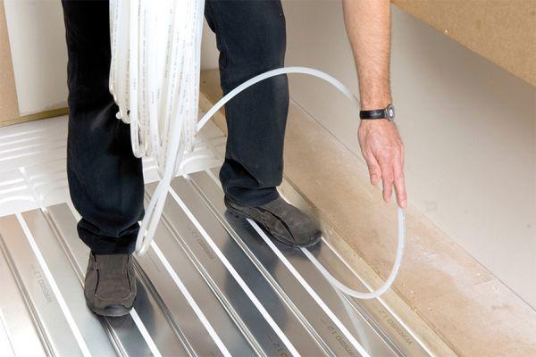Trockenbausystem zur Trockenverlegung einer Fußbodenheizung