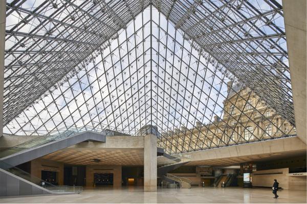 TOTO in den Sanitärräumen des Louvre
