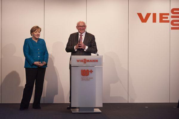 Die Kanzlerin und Prof.Dr.Viessmann.