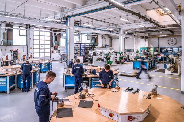 Das Bild zeigt die Lernwerkstatt im neuen Ausbildungszentrum von Kaldewei.