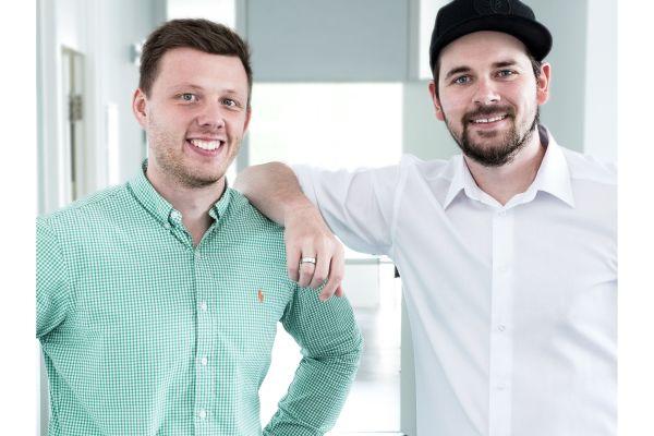 Zwei Mitarbeiter von HEISSKALT.