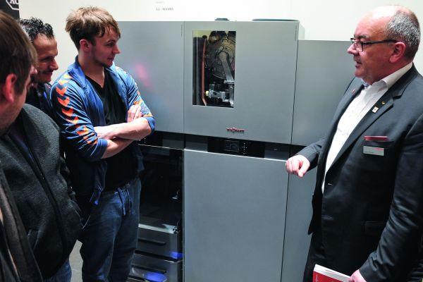 Das Brennstoffzellenheizgerät Vitovalor 300-P von Viessmann auf der ISH.