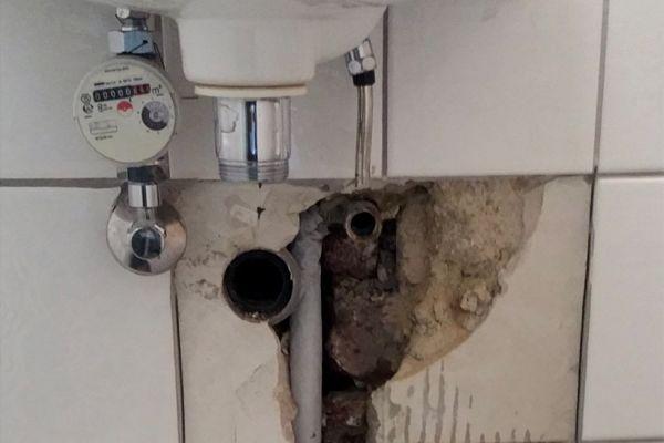 Das Bild zeigt einen Rohrbruch.