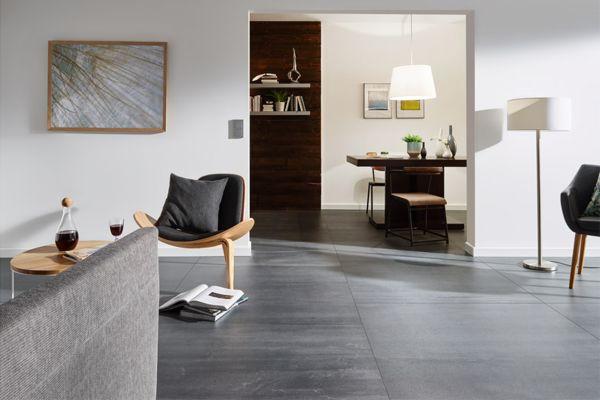 Nicht nur im Bad – im gesamten Wohnbereich sind großflächige Fliesen zu einem attraktiven Gestaltungselement geworden.