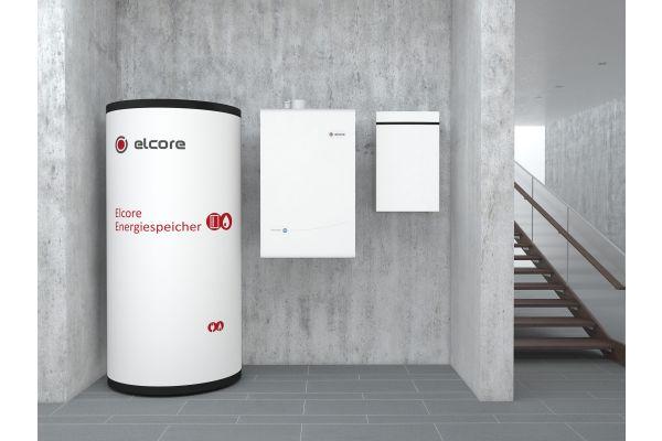 Ein Energiespeicher von Elcore in einem Heizungskeller.