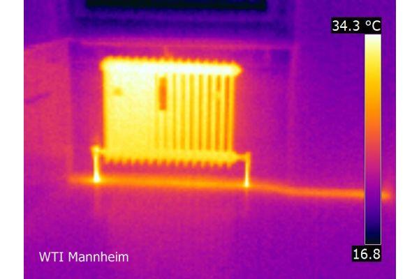 Aufnahme einer Heizung mit einer Wärmebildkamera.