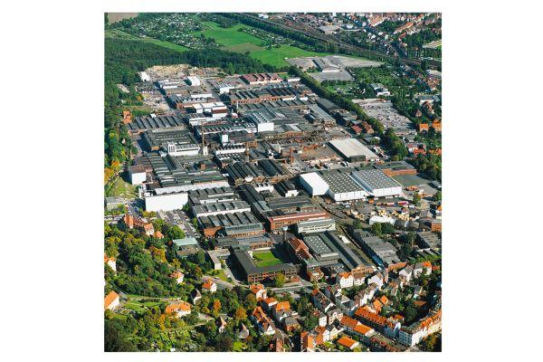Der Hauptstandort von KME in Osnabrück: Rohre werden hier zu zwei Dritteln aus Recyclingkupfer her gestellt; die generelle Sammelquote aus Installationen liegt sogar bei 93 Prozent – ein bemerkenswert ressourcenschonender Kreislauf.
