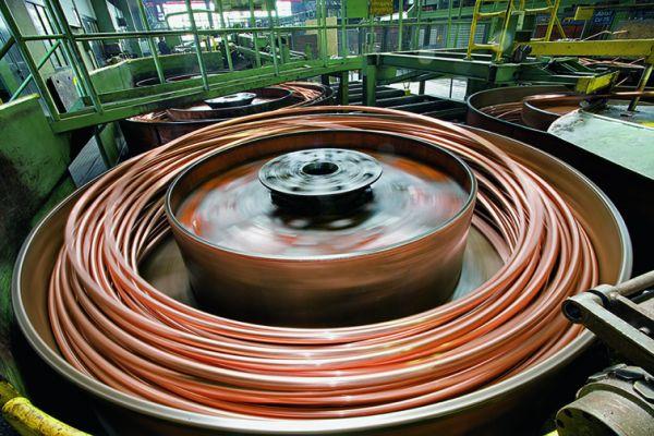 """Der Preis für Kupfer schwankt an den Rohstoffbörsen teilweise beträchtlich – für das Fachhandwerk und Markenprodukte wie """"Wicu"""" oder """"Sanco"""" ist das gerade im Wettbewerb zu Kunstoffrohren trotz deutlicher Vorteile im System eine Herausforderung."""