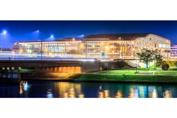 Das Kongresszentrum Krakau von außen.