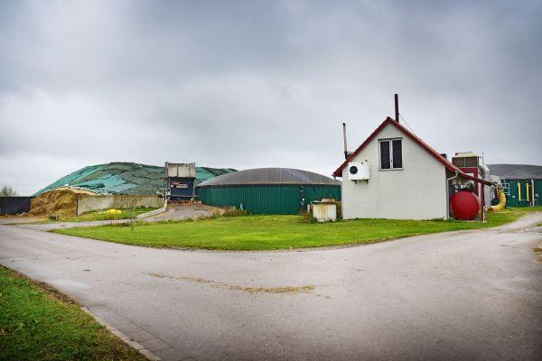Biogasanlage im Landkreis Ansbach von außen.